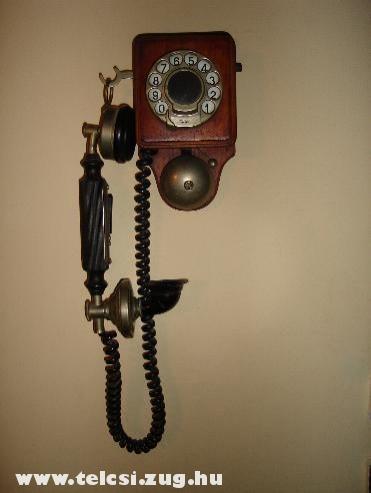 Fali retro telefon